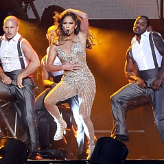 Jennifer Lopez on the Baku stage